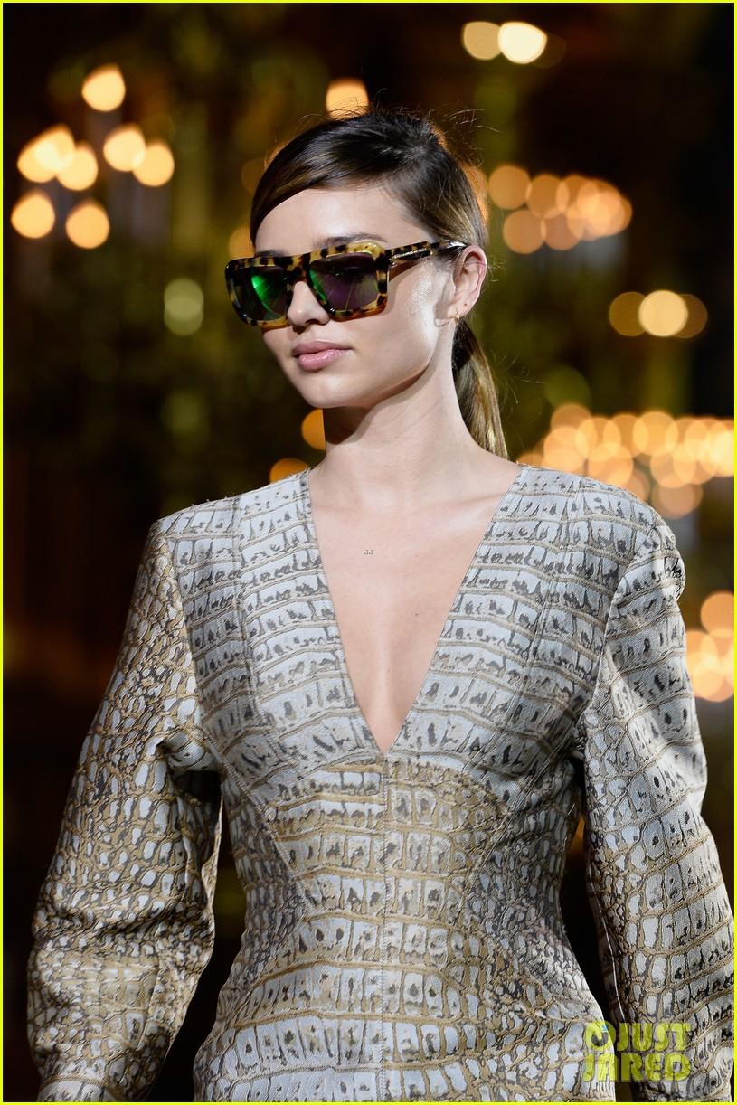 miranda kerr cara delevingne stella mccartney fashion show 322963041