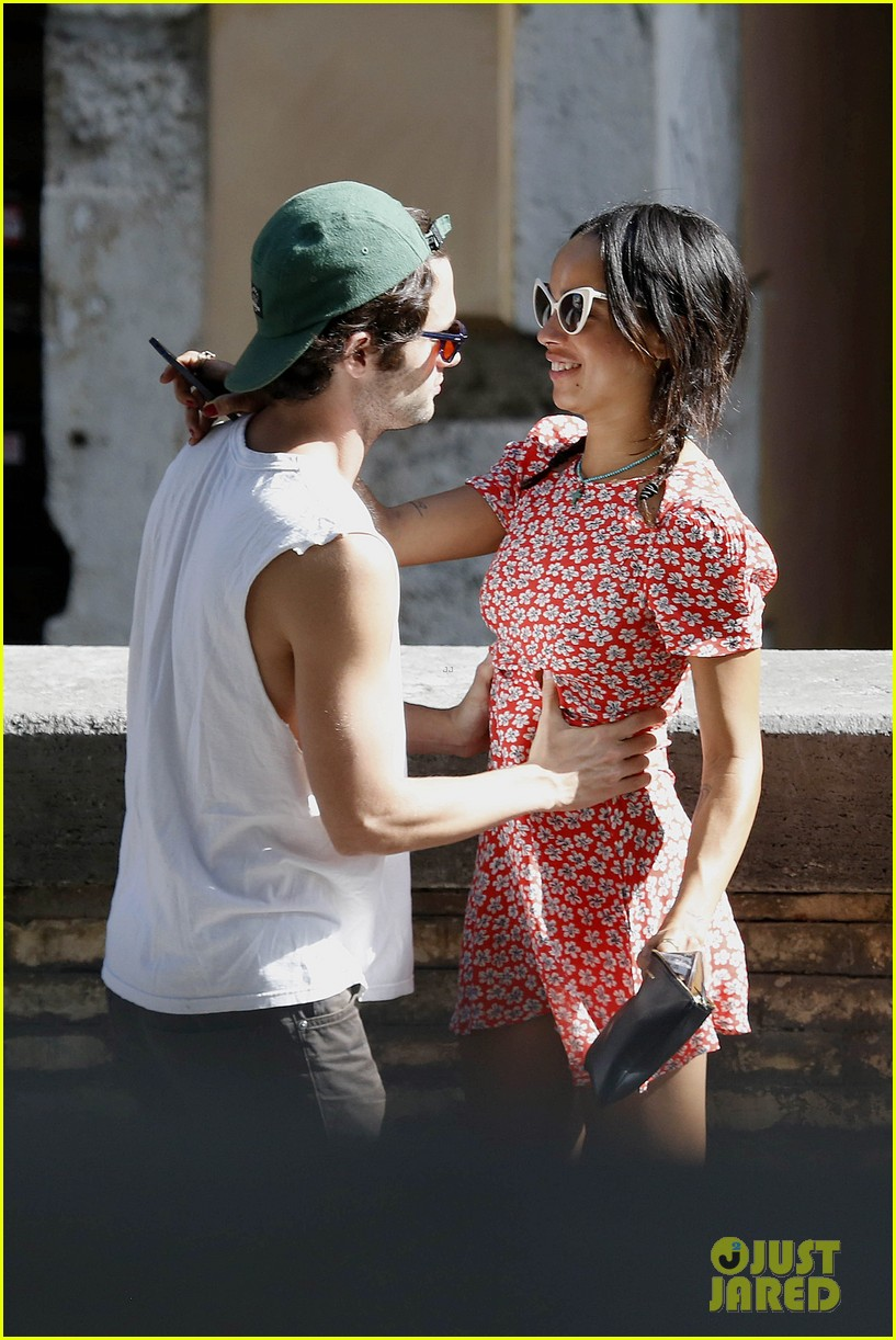 zoe kravitz penn badgley back together in rome 012958550