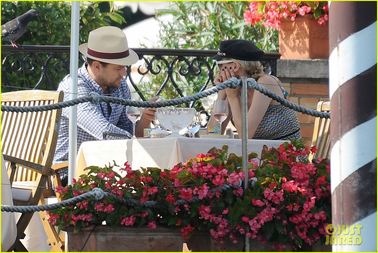 diane kruger joshua jackson enjoy lunch date in venice 10
