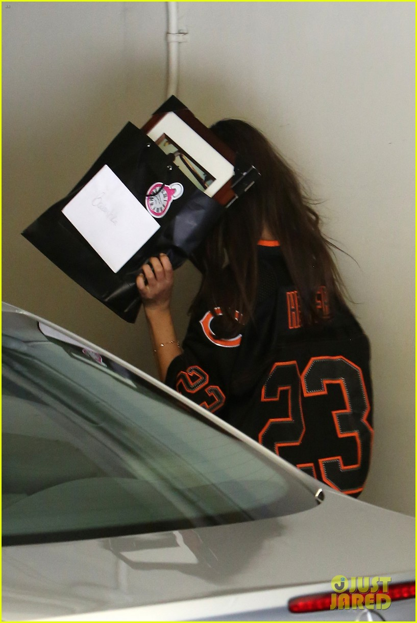 ashton kutcher mila kunis chicago bears twosome 08