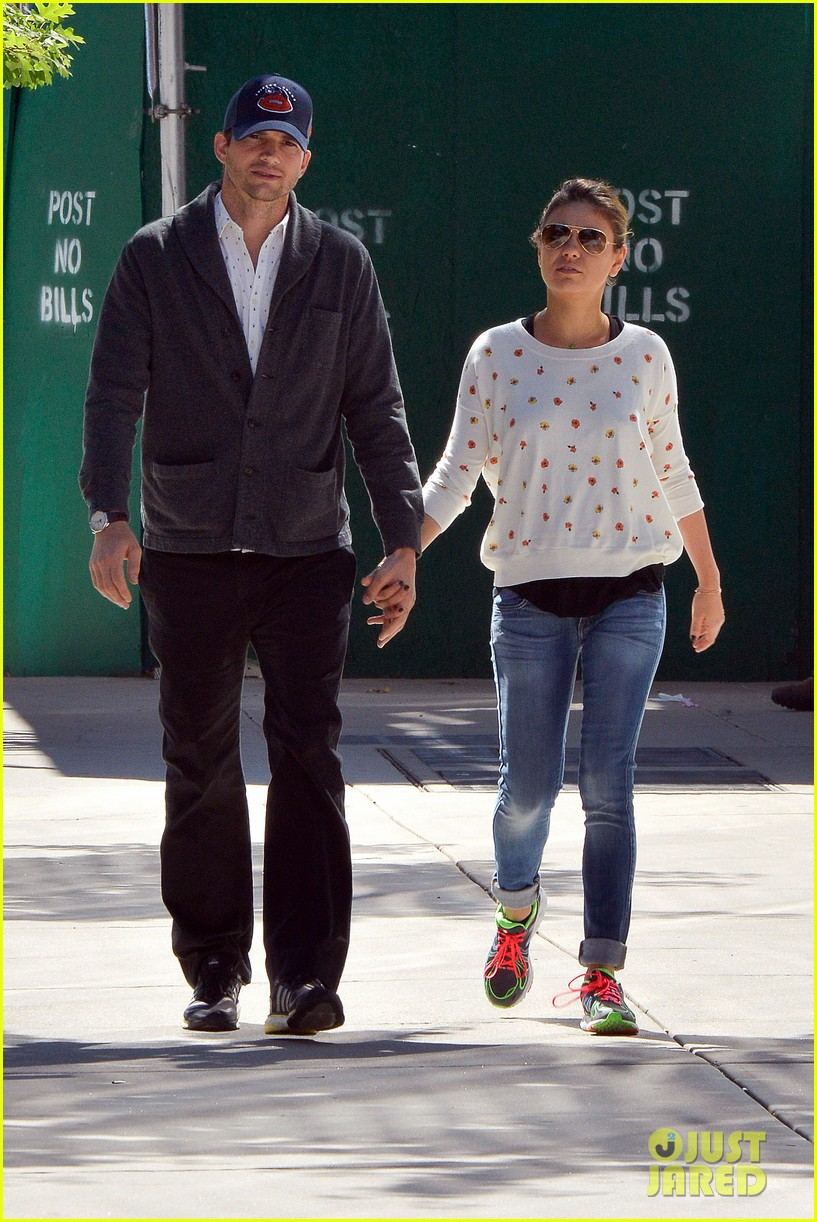ashton kutcher mila kunis hold hands in the big apple 11