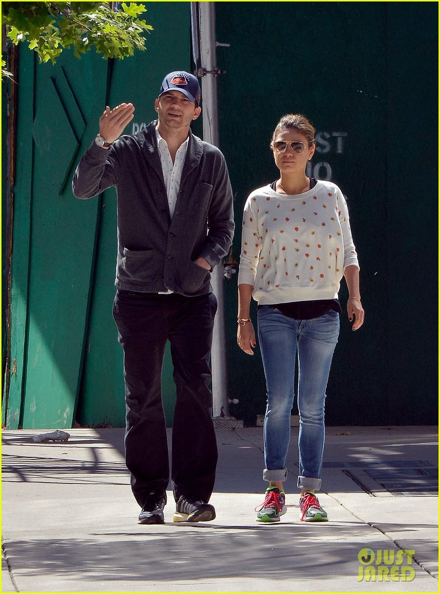 ashton kutcher mila kunis hold hands in the big apple 152955483
