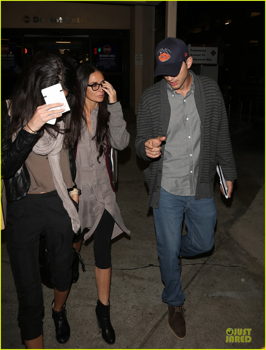 ashton kutcher demi moore reunite for tech conference 05