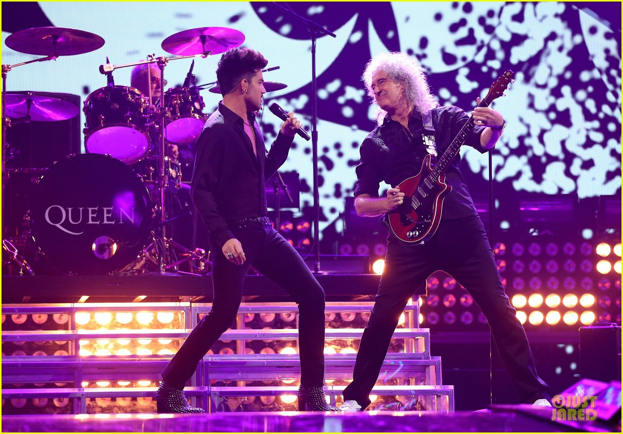 adam lambert iheartradio music festival with queen 212956594