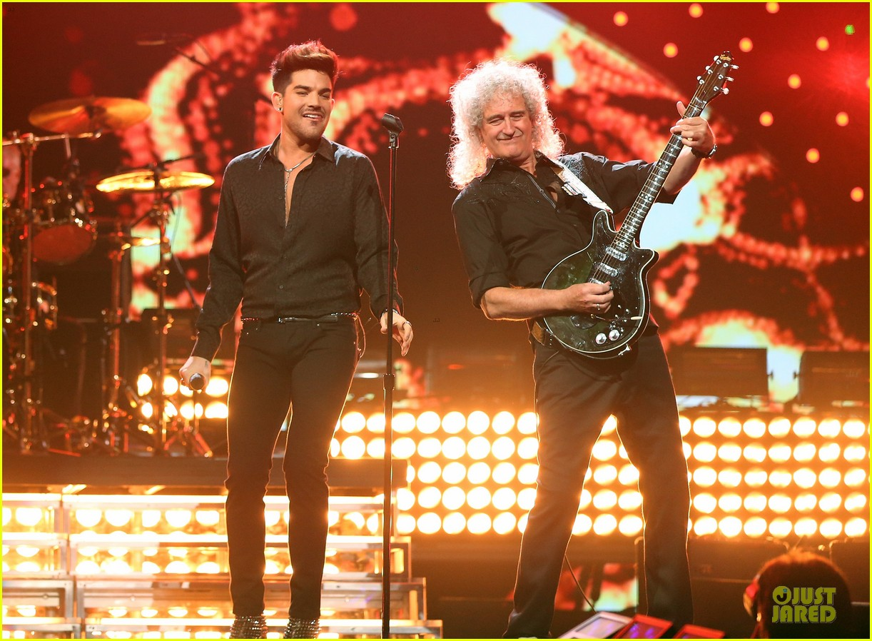 adam lambert iheartradio music festival with queen 232956596