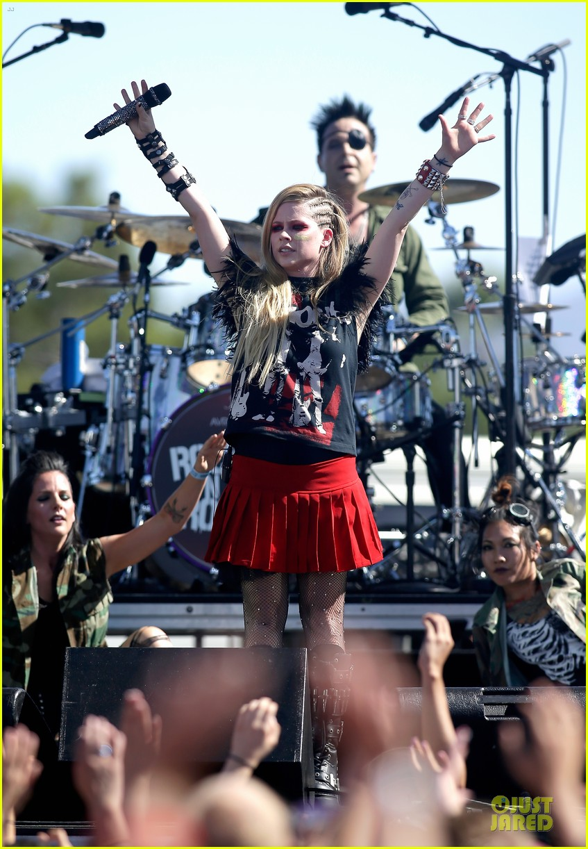 avril lavigne ashley greene iheartradio music fest village 152956912