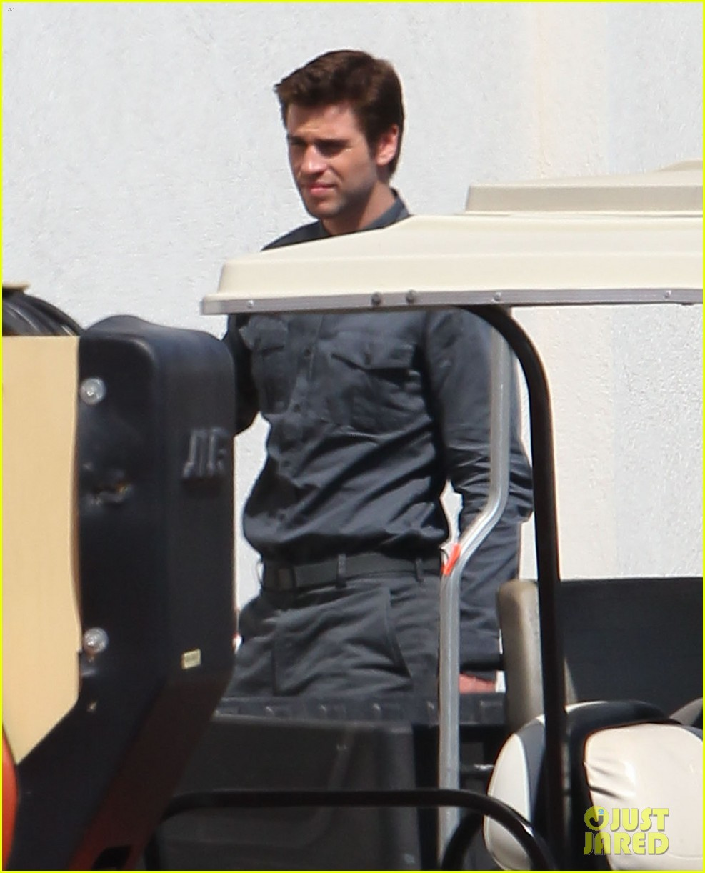 jennifer lawrence liam hemsworth mockinjay filming 03