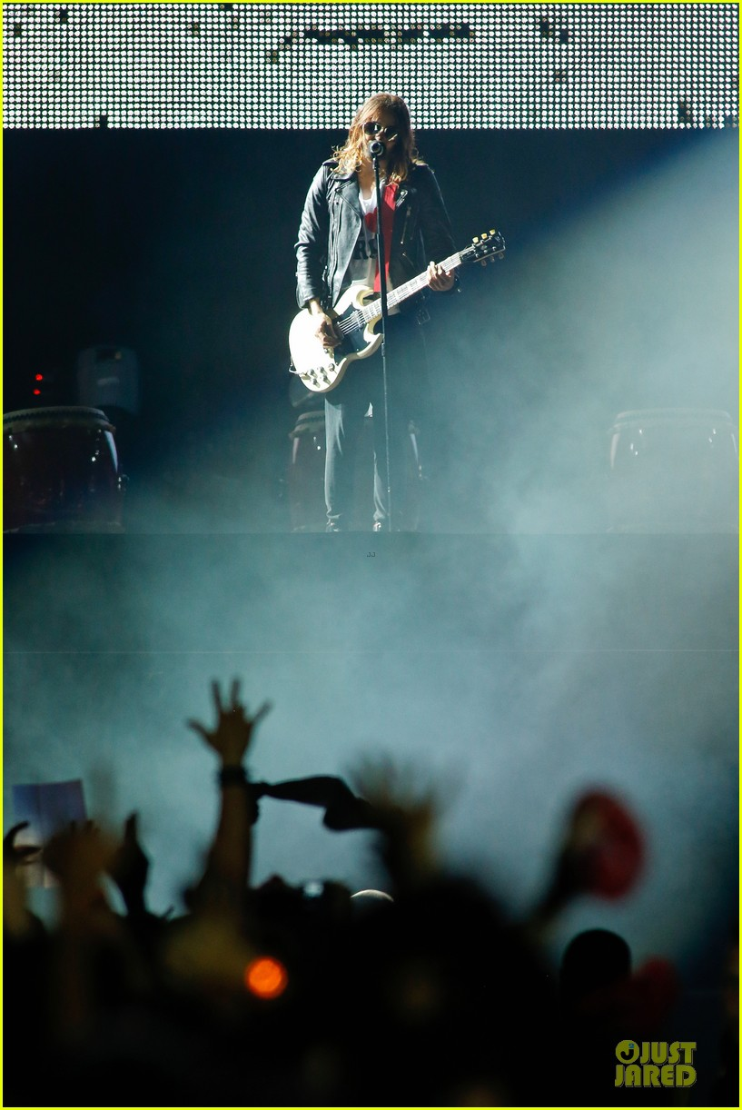 jared leto rock in rio performance with thirty seconds to mars 12