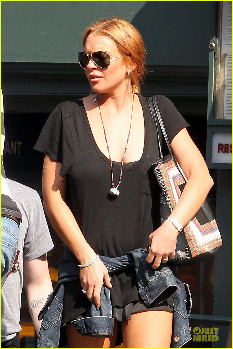 lindsay lohan leggy lure lunch 042949580