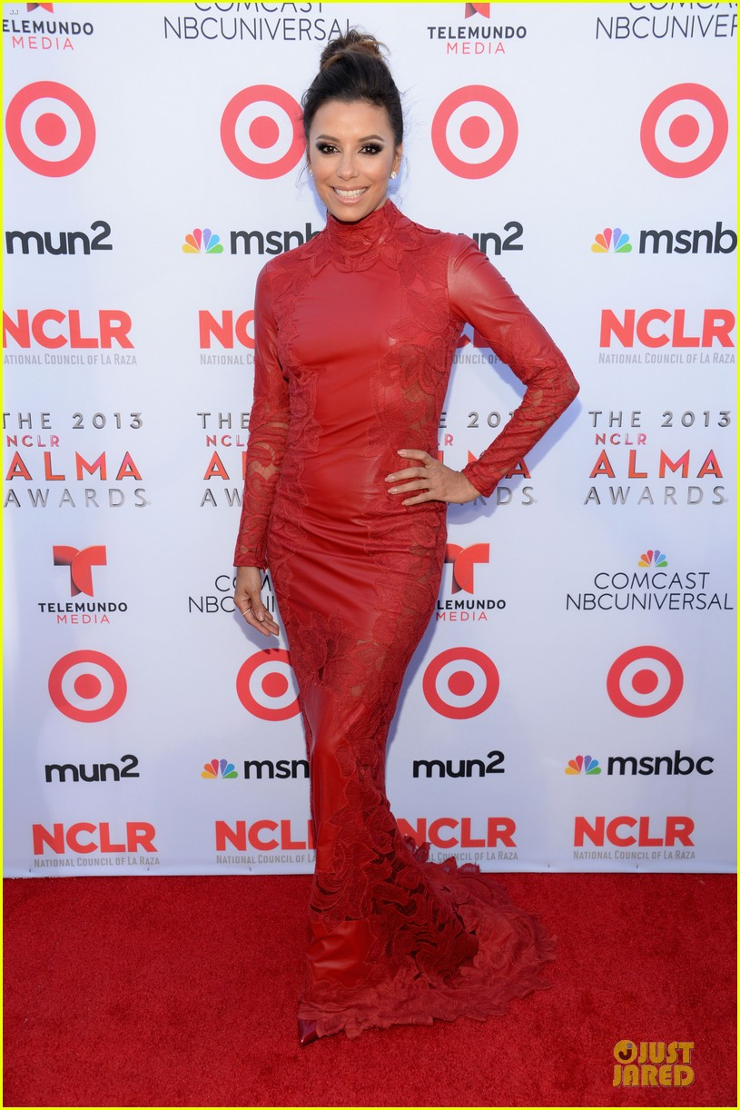 eva longoria multiple dresses as nclr alma awards host 16