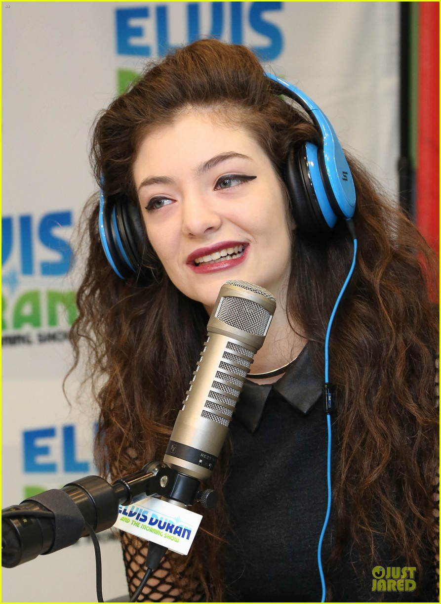lorde fishnet top at the elvis duran z100 show 102963428