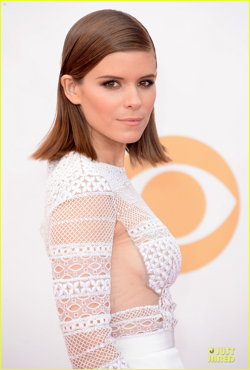 kate mara kristen connolly emmys 2013 red carpet 02