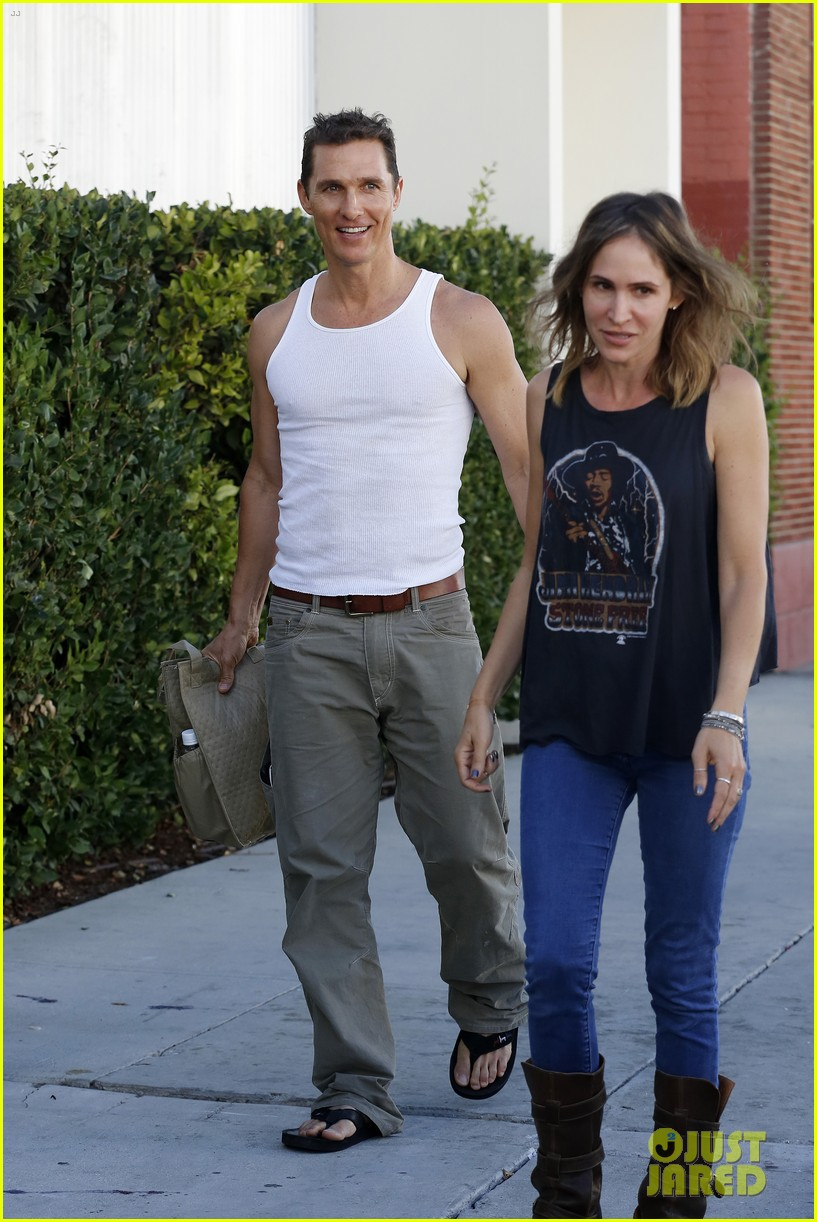 matthew mconaughey bares his guns in tank top 012961831