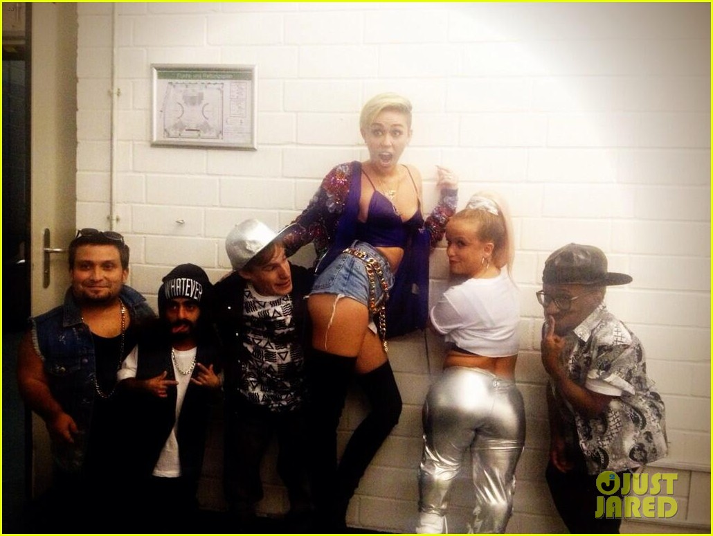 miley cyrus performs we cant stop with little people band watch now 05