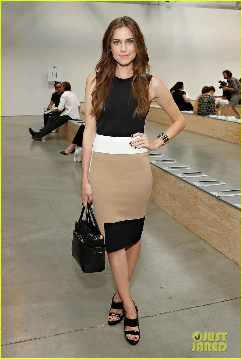 julianne moore allison williams reed krakoff fashion show 16