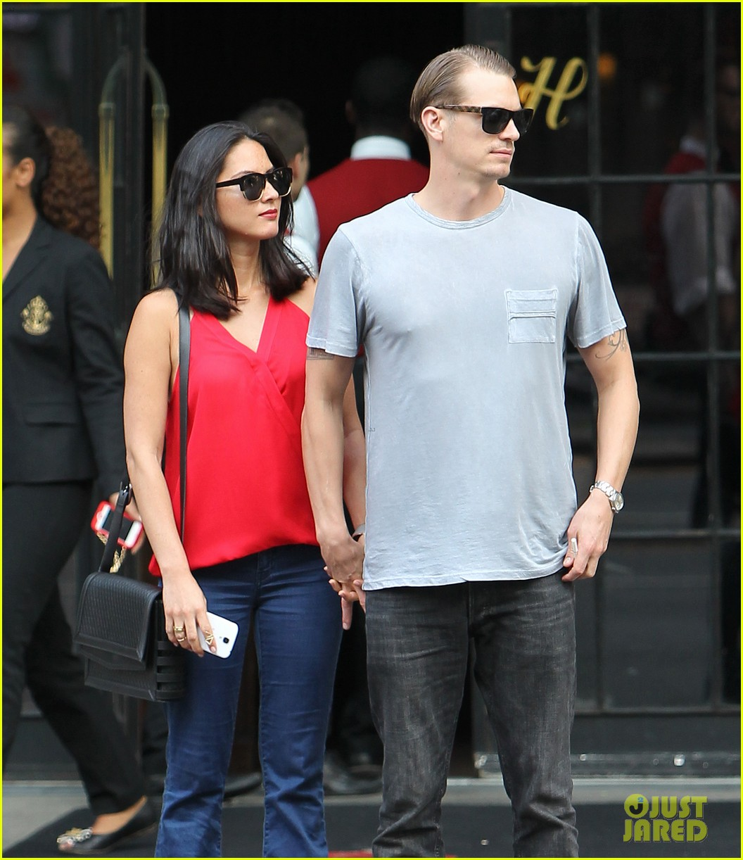 olivia munn joel kinnaman step out after killing canellation 122950374