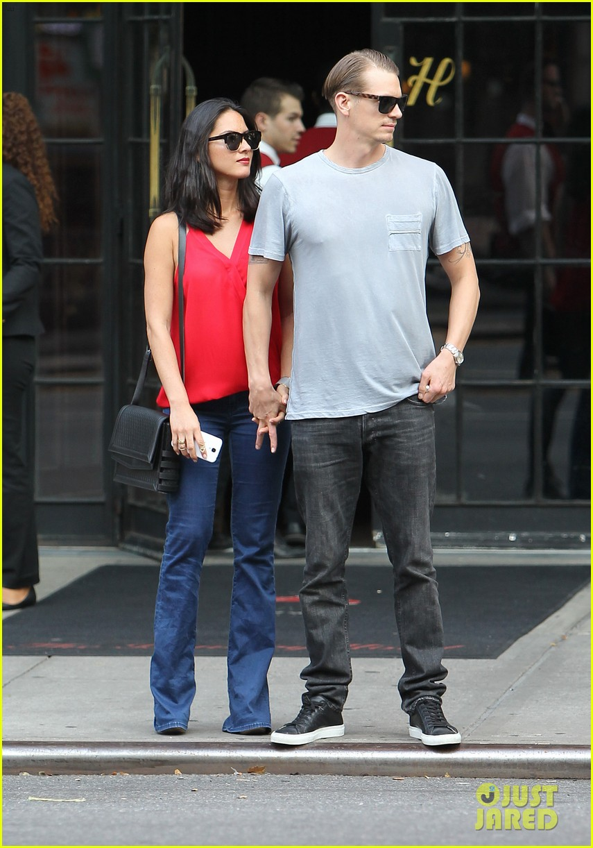 olivia munn joel kinnaman step out after killing canellation 14
