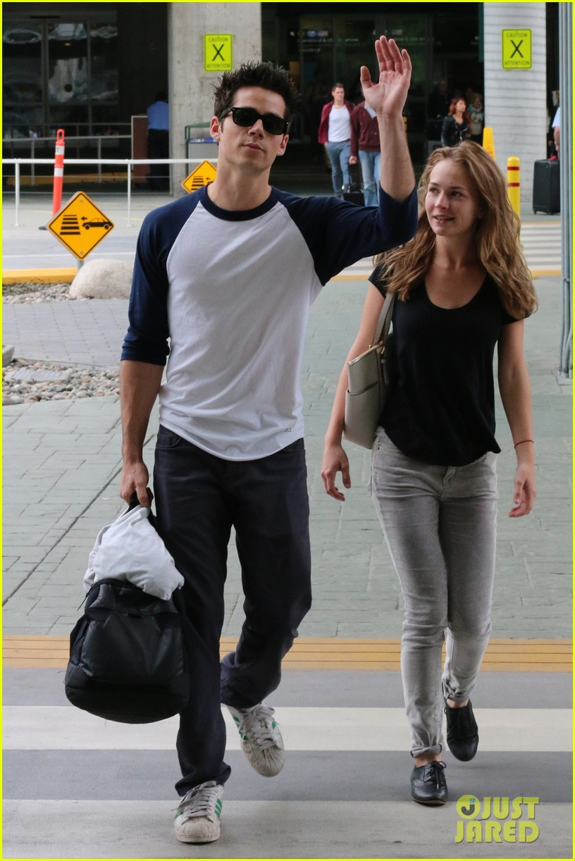 dylan obrien visits britt robertson in vancouver 052952499