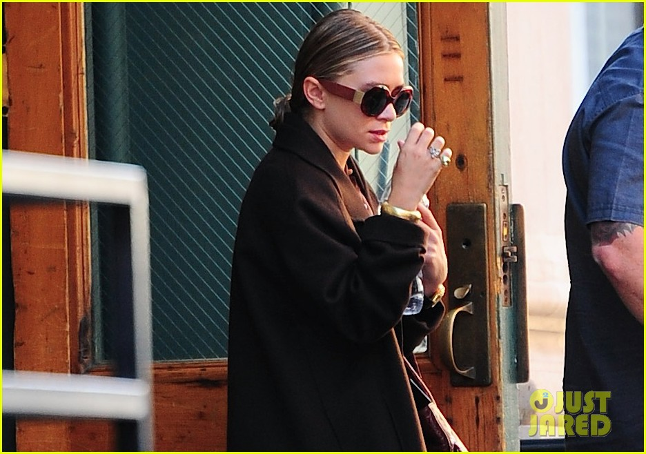 ashley olsen sports wet hair in the big apple 022961157