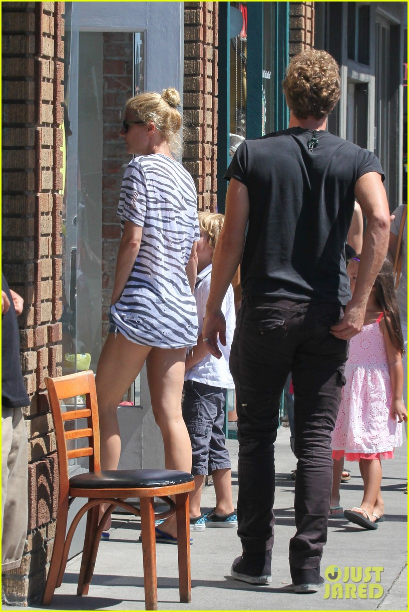 gwyneth paltrow chris martin spend sunday with moses 032953009