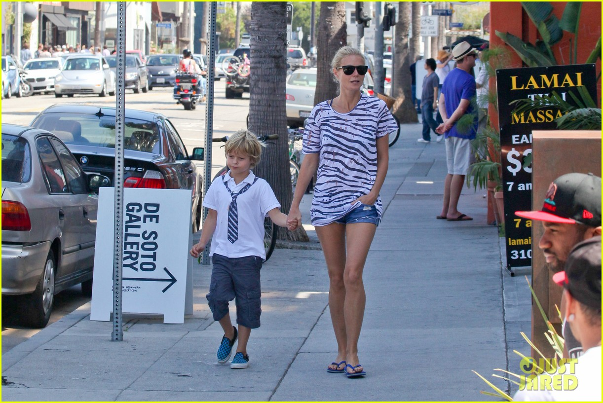 gwyneth paltrow chris martin spend sunday with moses 112953017