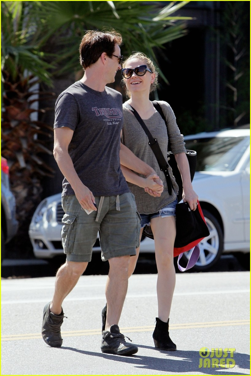 anna paquin stephen moyer loved up in santa monica 022954164