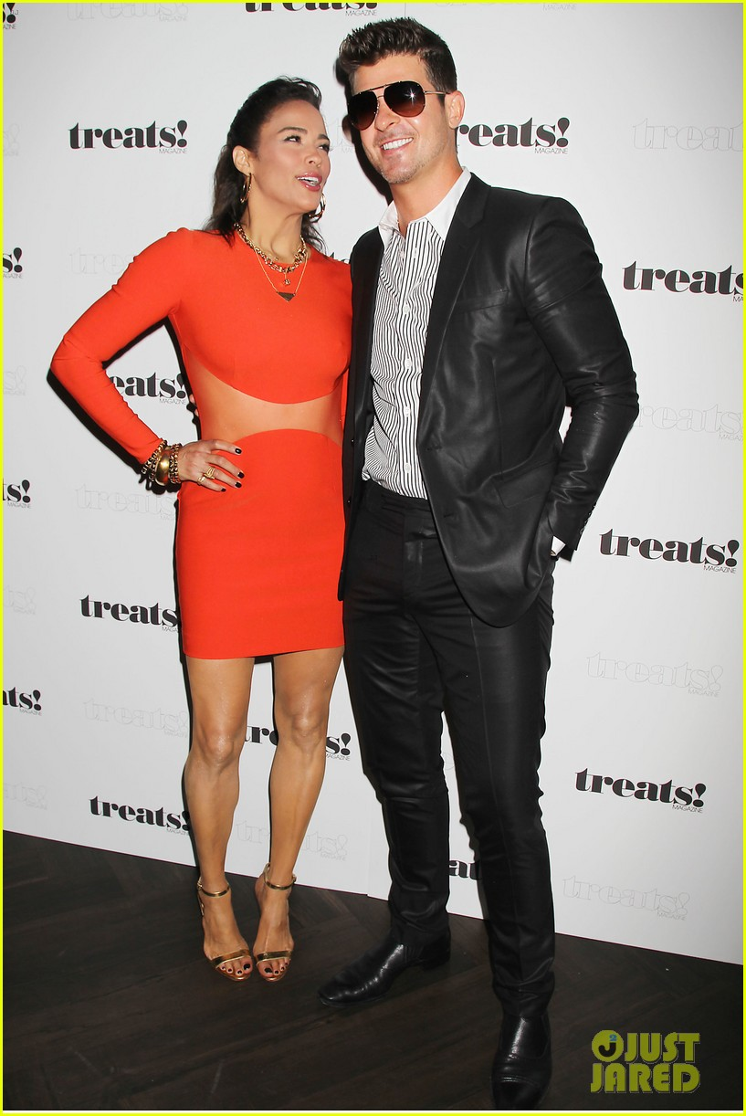paula patton kisses robin thicke at his album release party 12