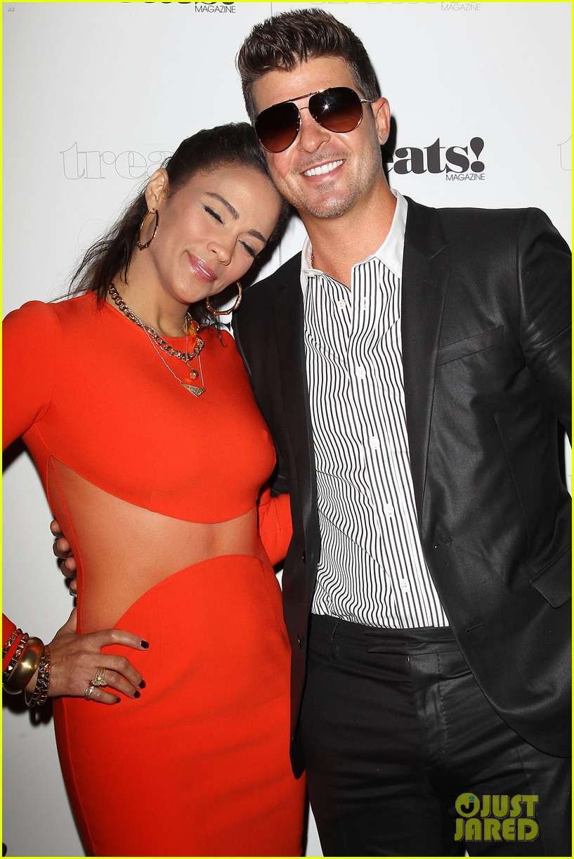paula patton kisses robin thicke at his album release party 20