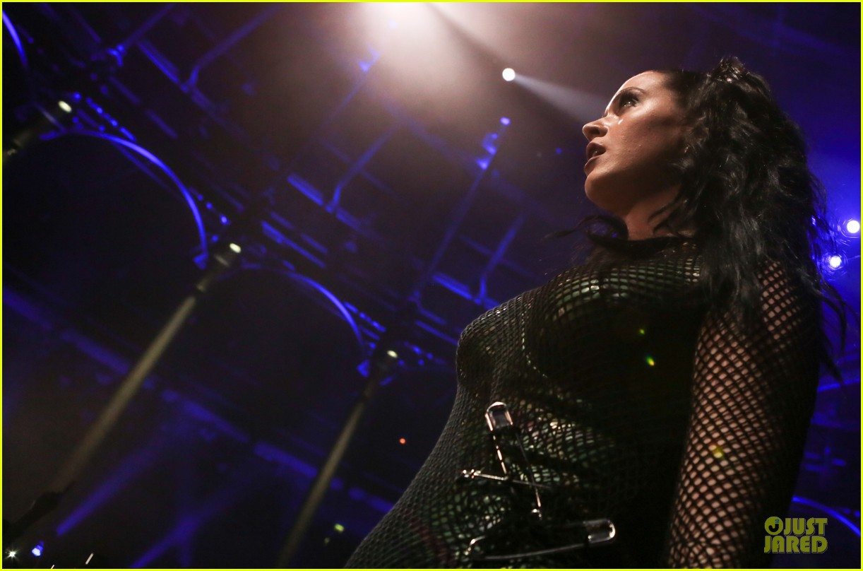 katy perry debuts by the grace of god at itunes festival 022963532