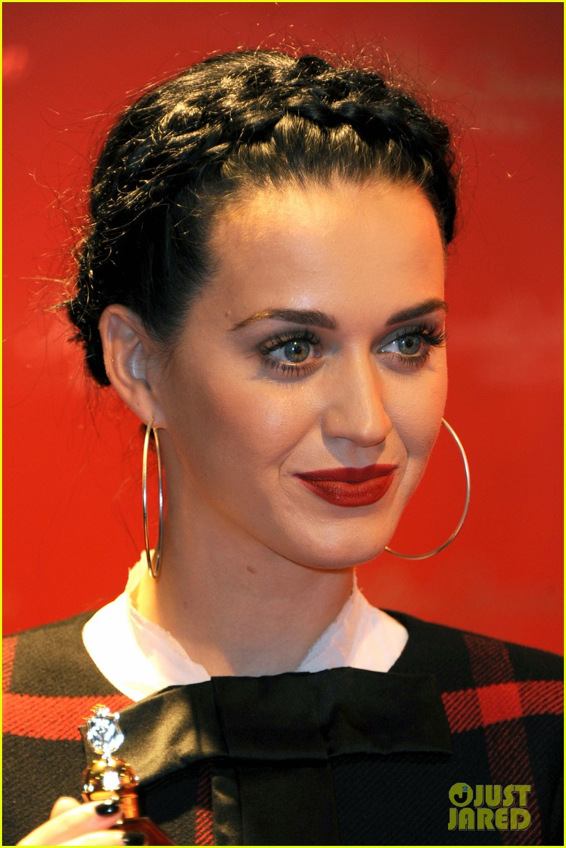 katy perry killerqueen fragrance launch signing 02