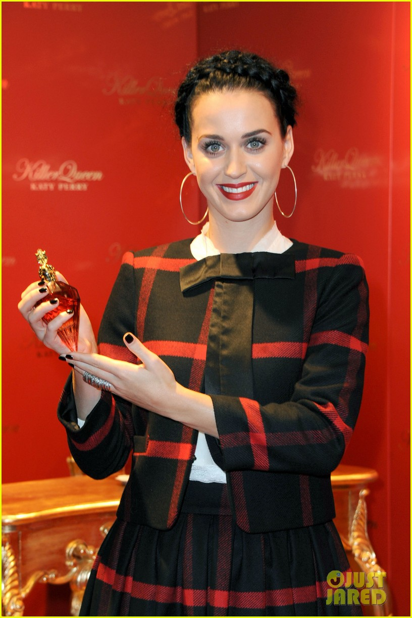 katy perry killerqueen fragrance launch signing 042959864