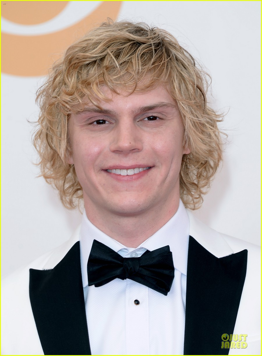 evan peters lily rabe emmys 2013 red carpet 02