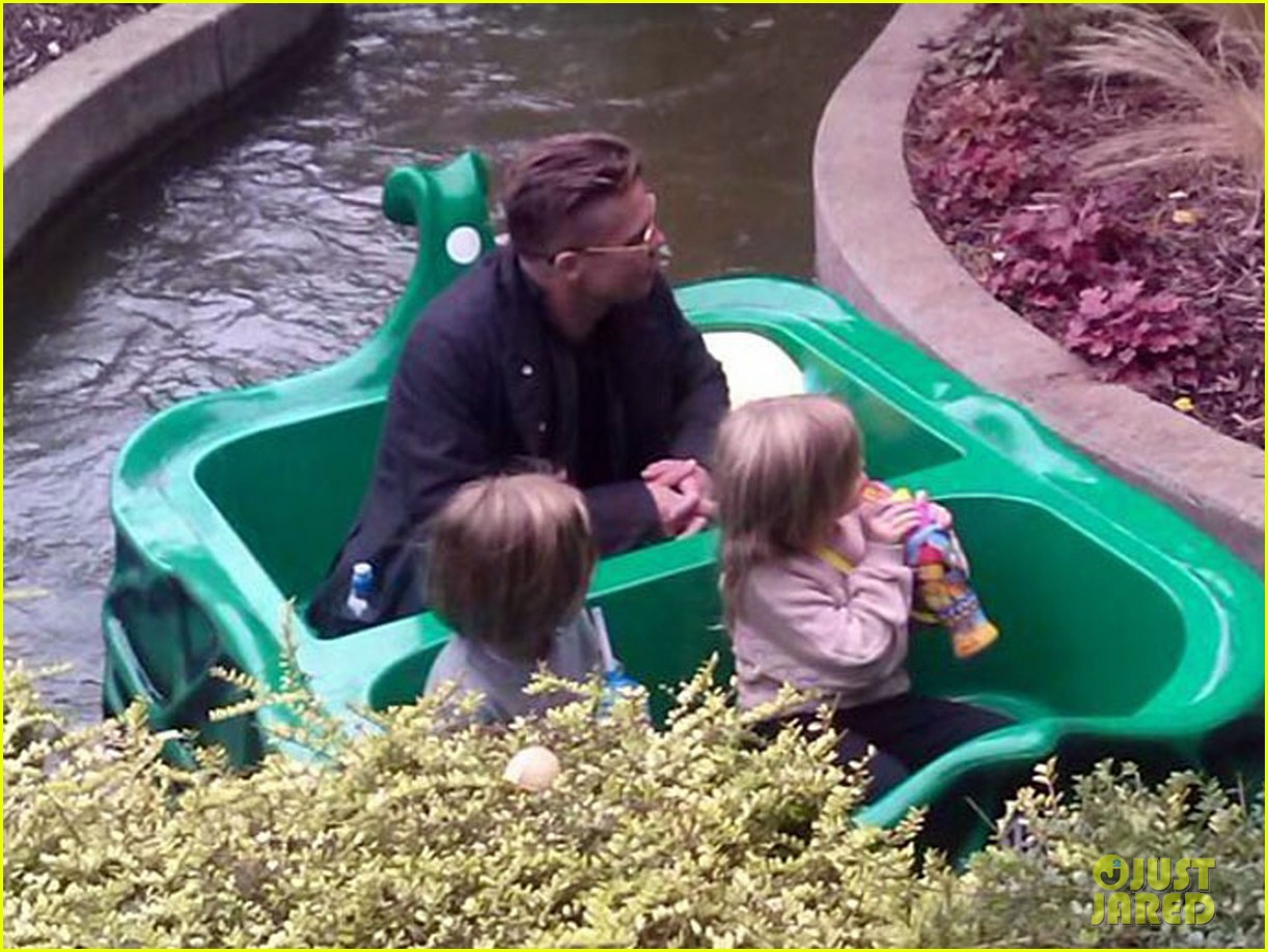 brad pitt legoland with the twins 052962441