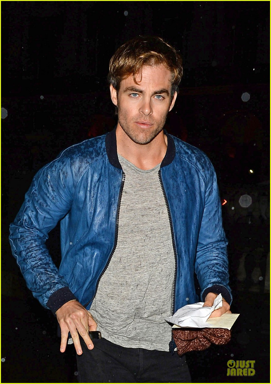 chris pine ppq fashion show in london 02