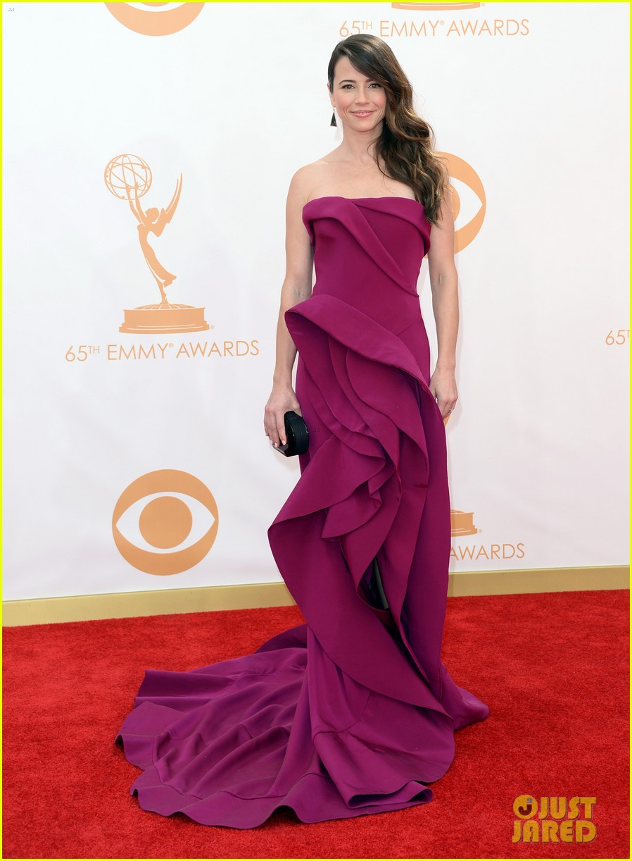 carrie preston linda cardellini emmys 2013 red carpet 01