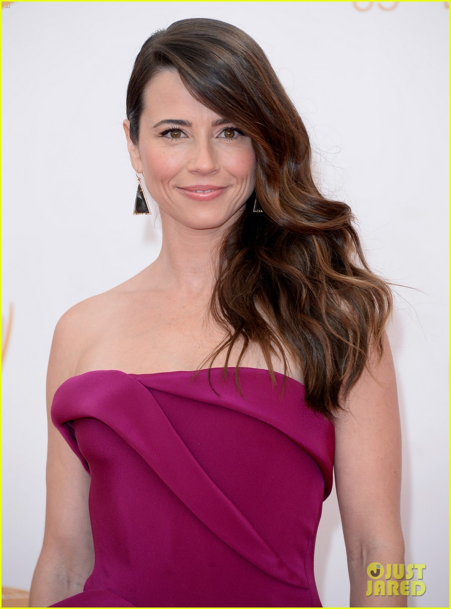 carrie preston linda cardellini emmys 2013 red carpet 022957904