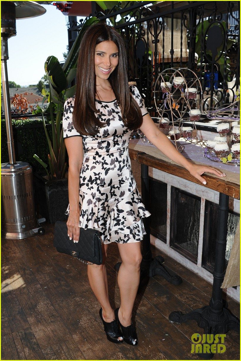 dania ramirez baby shower with devious maids ladies 172958945