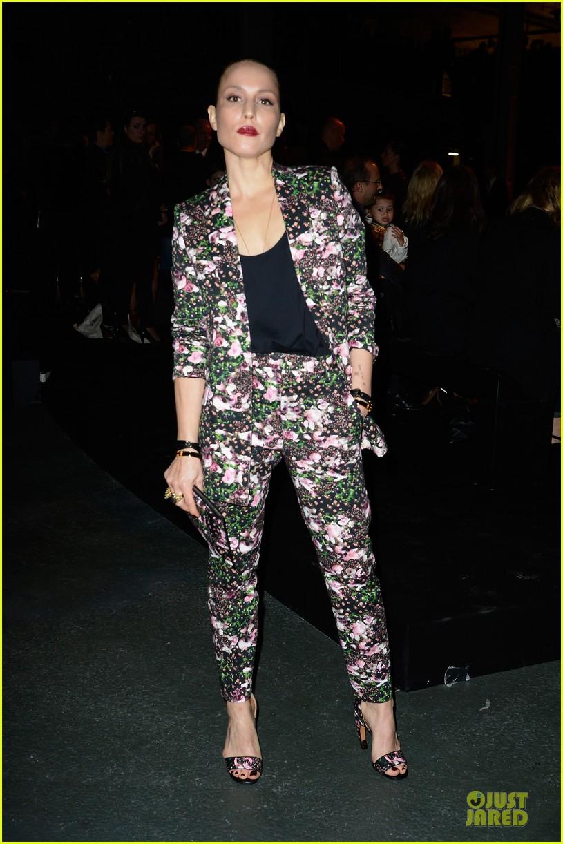 noomi rapace giambattista valli givenchy fashion shows 03