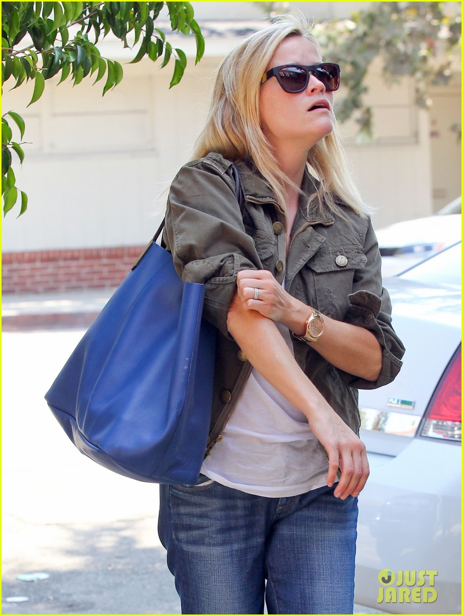 reese witherspoon takes care of business in brentwood 13