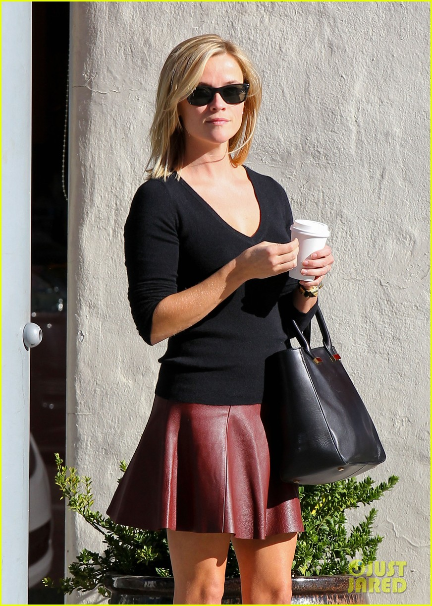 reese witherspoon does outfit change in beverly hills 11