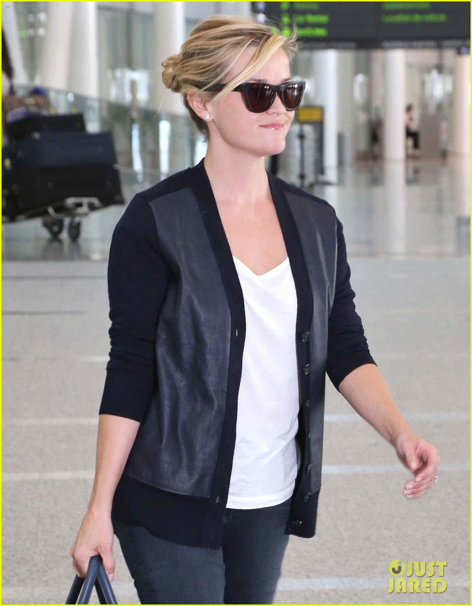 reese witherspoon arrives in toronto for tiff 10