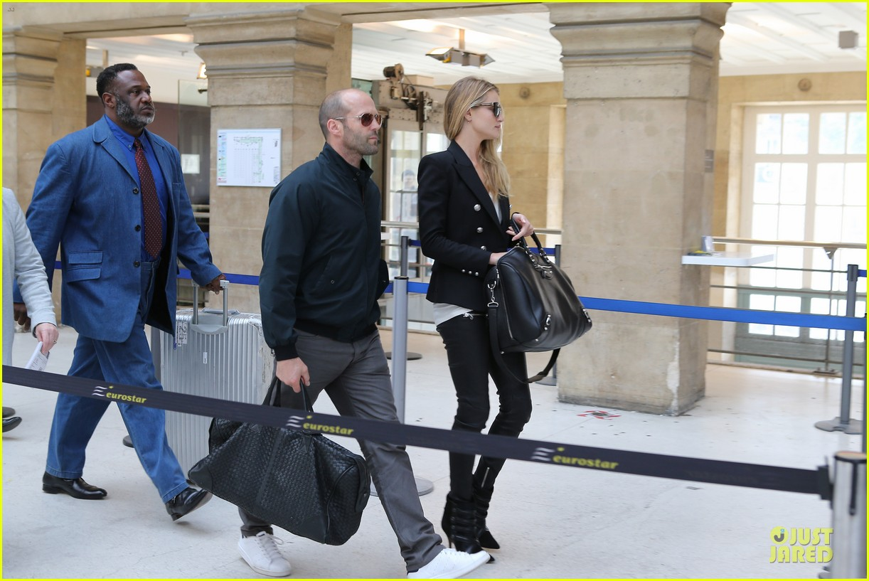 rosie huntington whiteley jason statham hook arms in europe 14