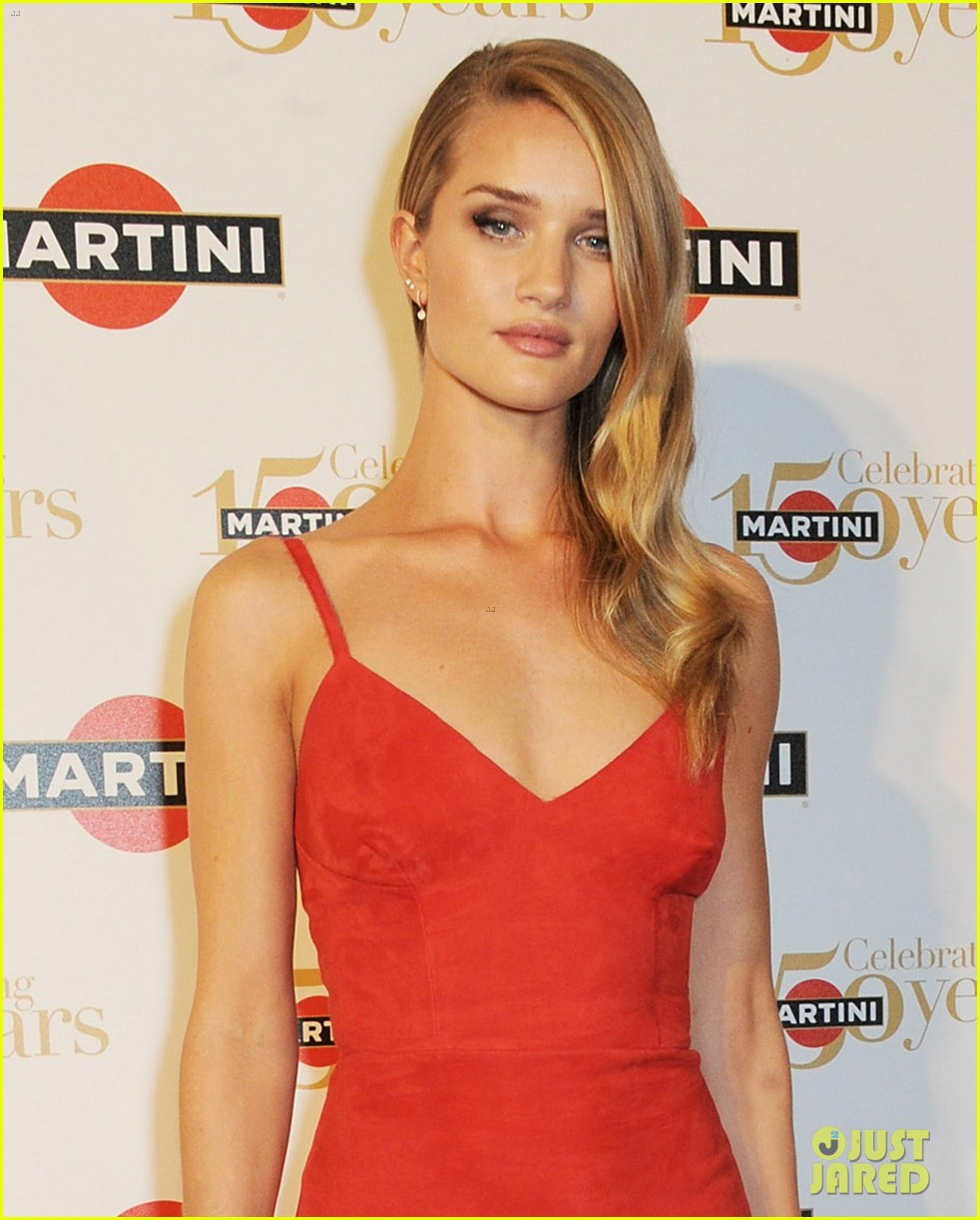 rosie huntington whiteley martini 150th anniversary gala 04