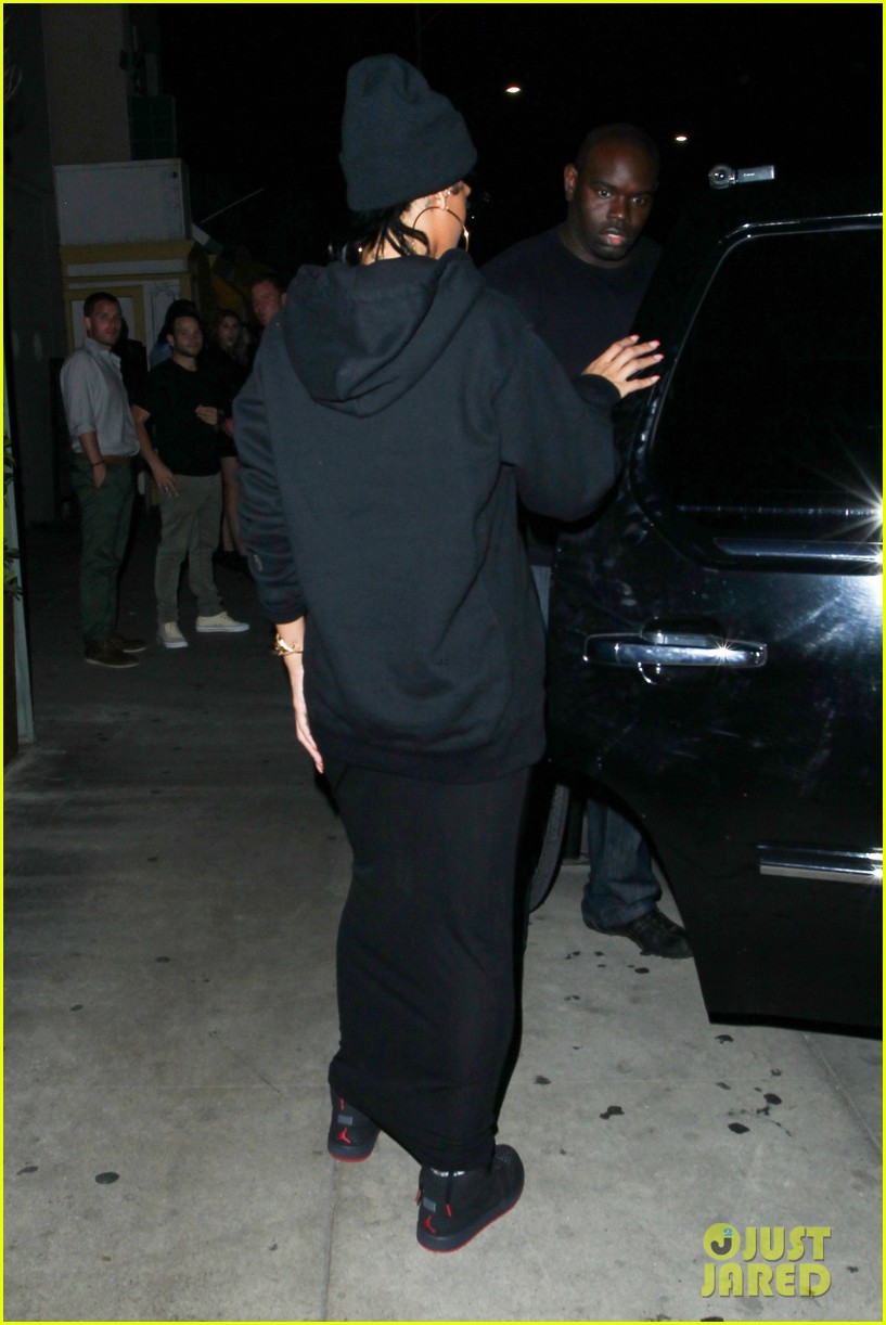 rihanna dines at favorite restaurant before jetting to nyc 282941827