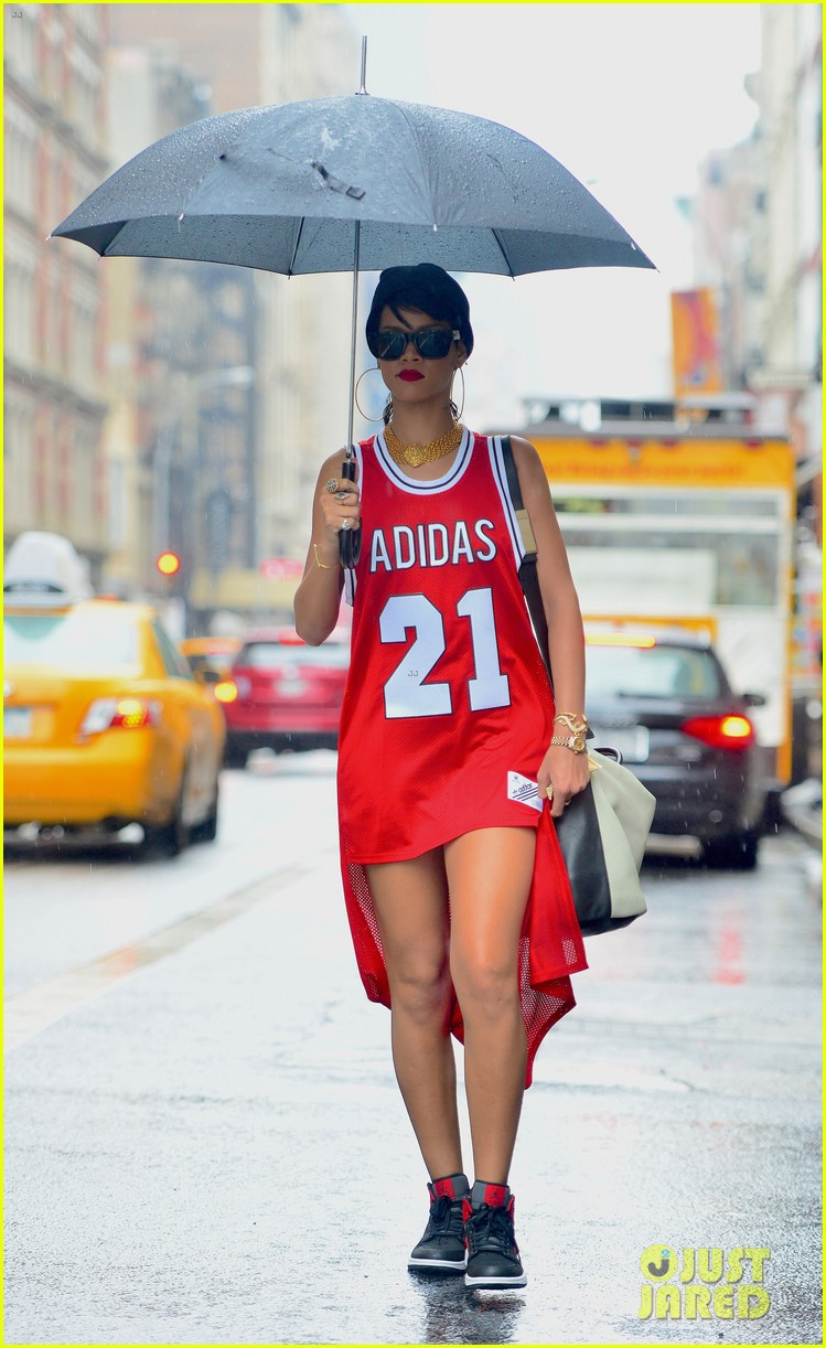 Rihanna Wears Basketball Jersey Dress In Rainy NYC Photo 2942581 | Rihanna Pictures | Just Jared