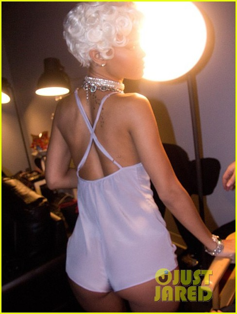 rihanna pour it up behind the scenes video pics 04