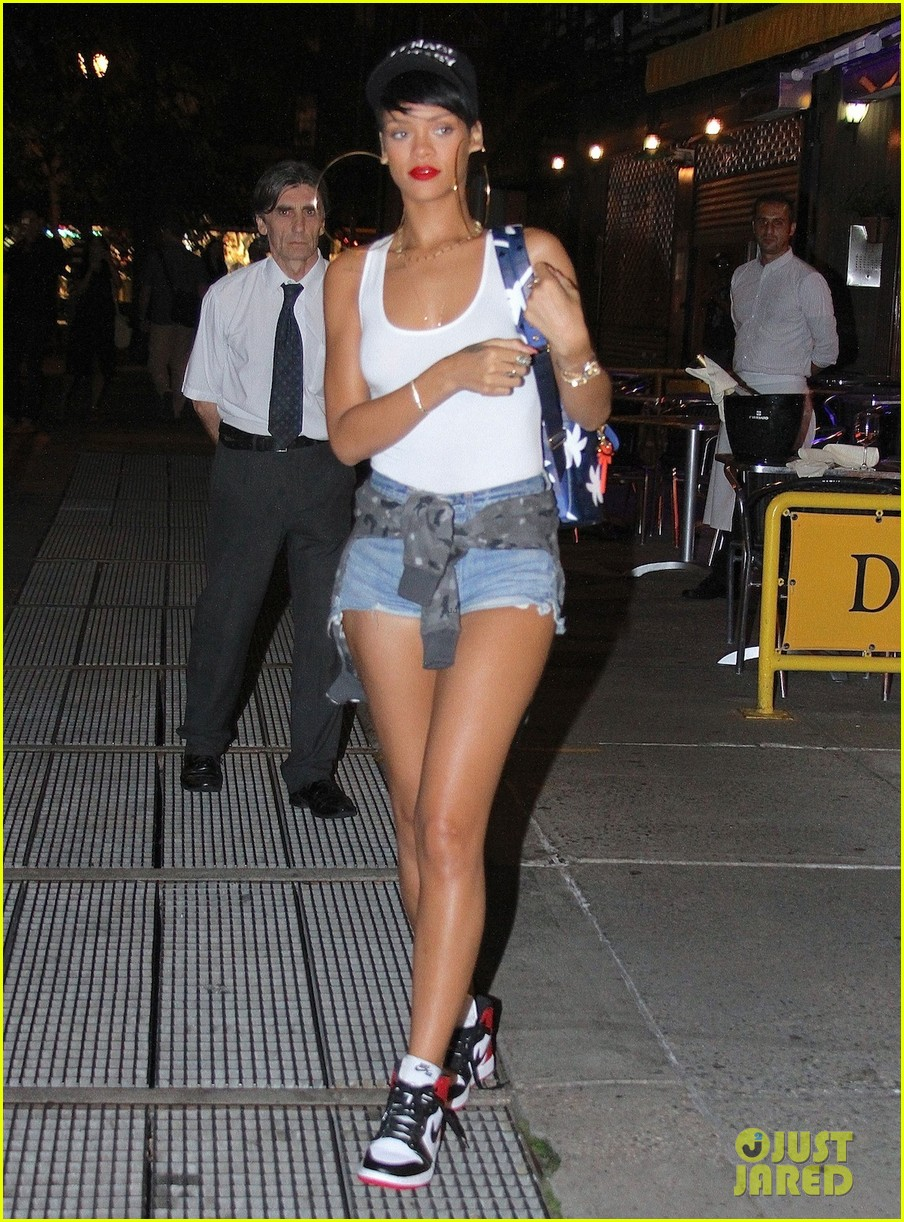 rihanna big hoop earrings for da silvano dinner 042944424