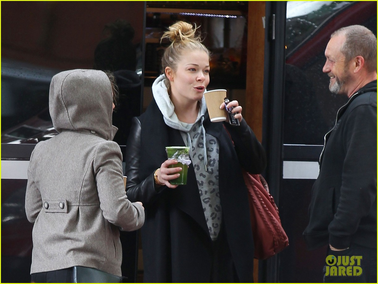 leann rimes starts day with coffee miley cyrus wrecking ball 09