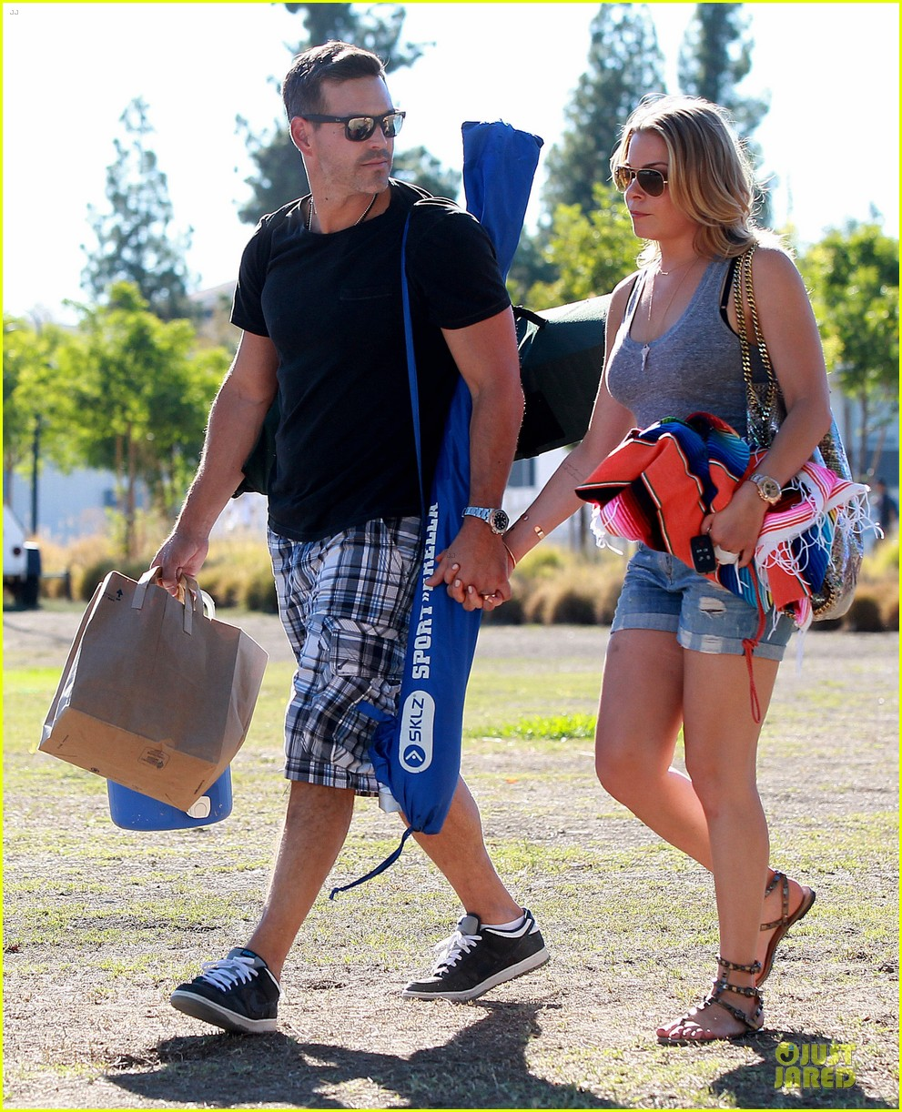 leann rimes eddie cibrian hold hands for mason game 13