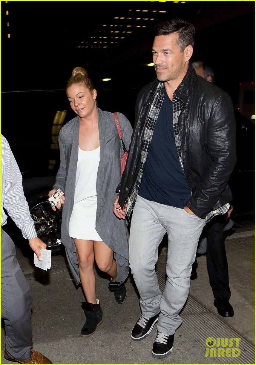 leann rimes eddie cibrian grab dinner before flight to uk 082948080